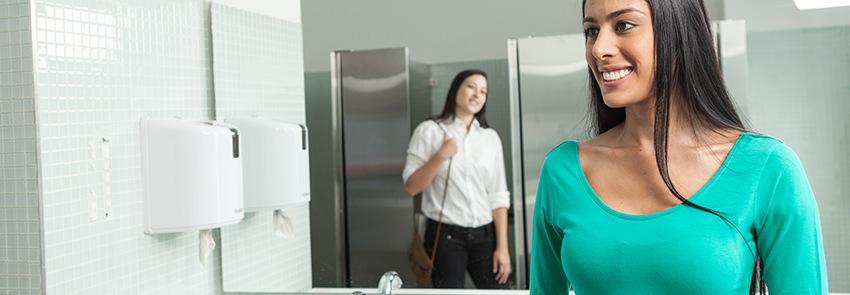 Cómo un dispensador te ayuda a disminuir el desperdicio de toallas